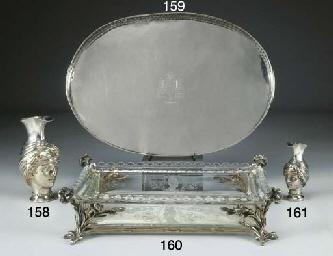 Elegante vassoio in argento