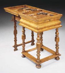 TABLE A JEUX DE LA FIN DU XVII