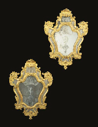 A PAIR OF ITALIAN GILTWOOD GIR
