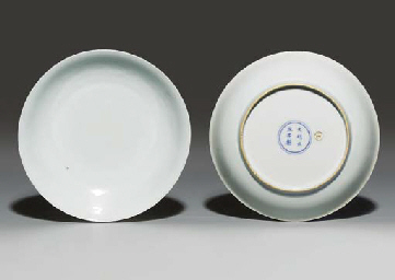 A PAIR OF WHITE-GLAZED ANHUA-D