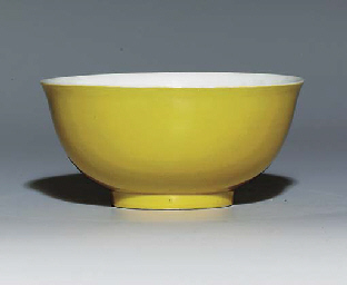 A YELLOW-GLAZED BOWL