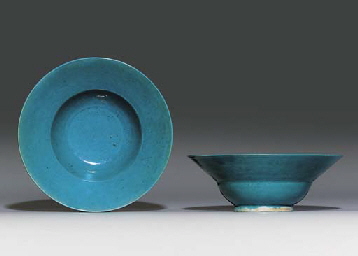 A PAIR OF TURQUOISE-GLAZED BOW