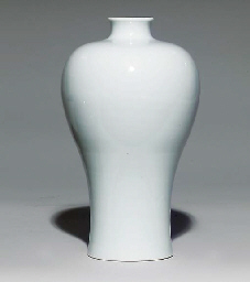 A WHITE-GLAZED MEIPING