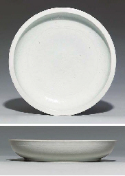 A LARGE MING-STYLE WHITE-GLAZE