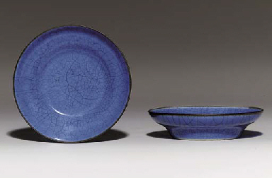 A PAIR OF BLUE GE-TYPE DISHES