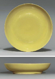 A YELLOW-GLAZED DISH