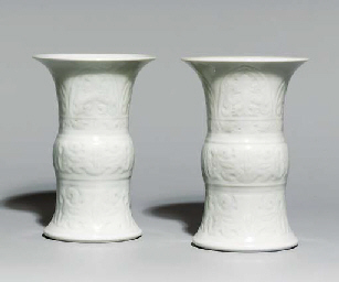 A PAIR OF SMALL WHITE-GLAZED V
