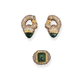 AN EMERALD AND DIAMOND RING AN