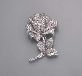 A DIAMOND FLOWER CLIP BROOCH