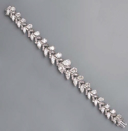 AN ATTRACTIVE DIAMOND BRACELET