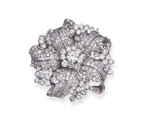 A DIAMOND FLORAL CLIP BROOCH,