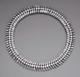 A FINE DIAMOND NECKLACE