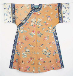 AN INFORMAL ROBE OF APRICOT SI