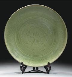 A large Longquan celadon glaze