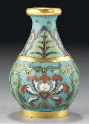 A small cloisonne vase, 18th c
