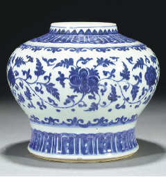 A blue and white Ming-style gl