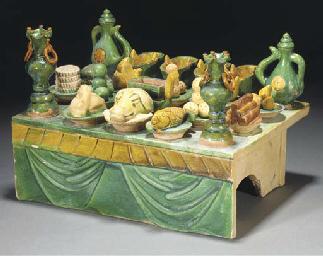A sancai glazed pottery banque