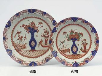 A Delft doré 'Imari' dish