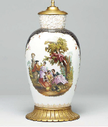 A PAIR OF DRESDEN PORCELAIN VA