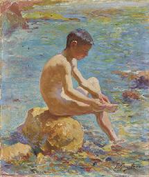 Jeune garçon assis sur un roch