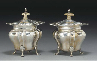 A PAIR OF EDWARDIAN SILVER TEA