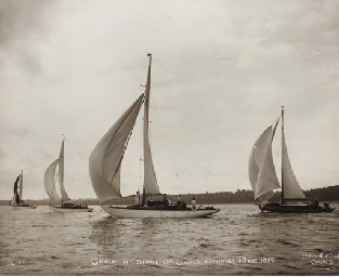 The start of the Cowes-Dinard
