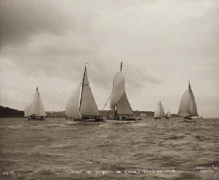 Group at start of Cowes-Dinard