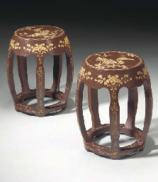 A PAIR OF CHINESE CARVED AND G