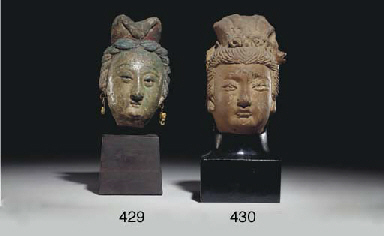 A SMALL CHINESE TERRACOTTA HEA