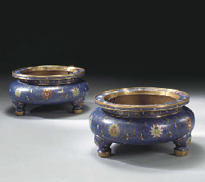 A PAIR OF LARGE CHINESE CLOISO