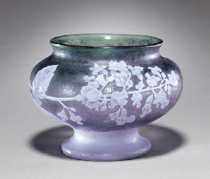 AN OVERLAID AND CARVED GLASS V