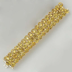 A CITRINE AND 18K GOLD BRACELE