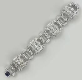 A DIAMOND AND 18K WHITE GOLD B