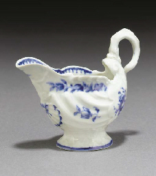 A Worcester blue and white dol