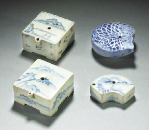 Four Korean blue and white wat