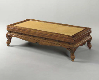 A RARE MING HUANGHUALI DAYBED,