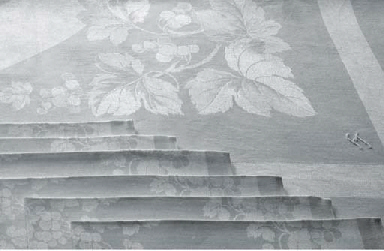 (9)  A set of six damask linen