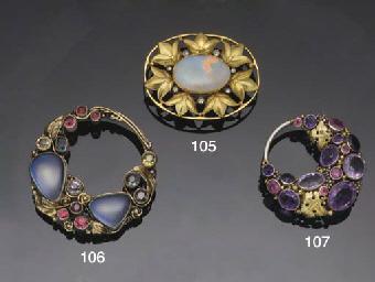 An Arts & Crafts gem brooch at