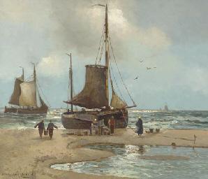 Fishermen offloading the catch