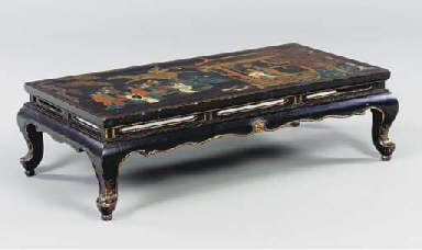 A BLACK LACQUER LOW TABLE,