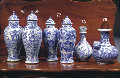 (4) A PAIR OF CHINESE 'VUNG TA