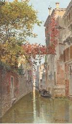 A gondola on a Venetian backwa