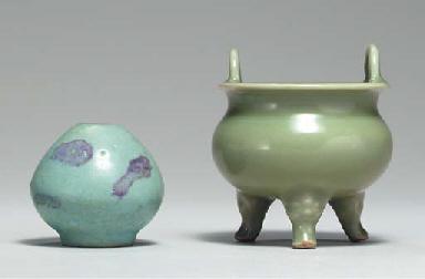 A SMALL 'SOFT' JUNYAO BUD-FORM
