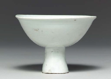 A White Porcelain Stem Cup