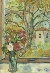 Bouquet de fleurs devant une f