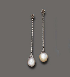 A PAIR OF ANTIQUE PEARL EAR PE