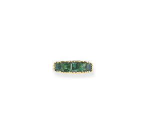 AN ANTIQUE EMERALD RING