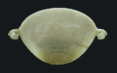 A MUGHAL CARVED GREEN NEPHRITE