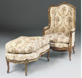 A CARVED BEECHWOOD DUCHESSE BR