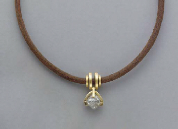 A ROUGH DIAMOND, 18K GOLD AND